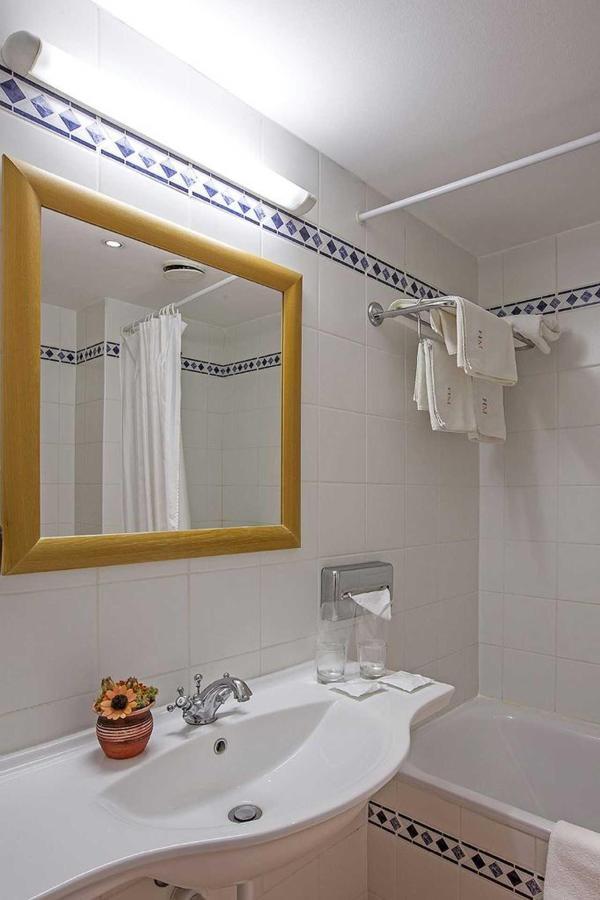 bathroom1.jpg.1920x0.jpg