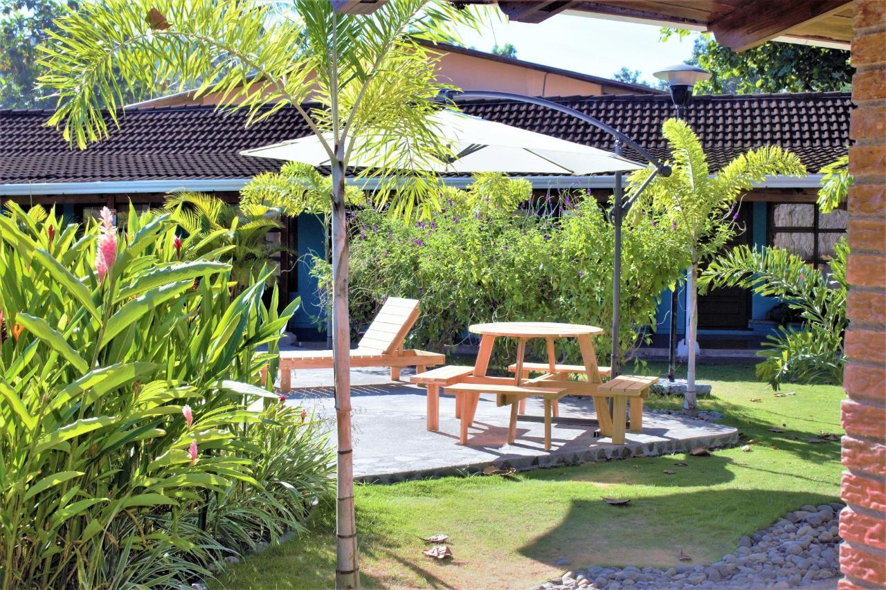 salons de la piscine avant (2) .jpg