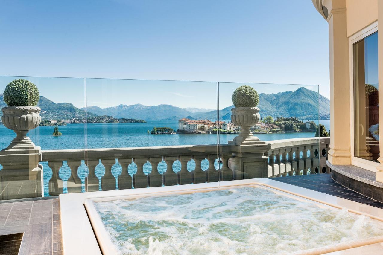 La Borromea suite lake view - Jacuzzi(1).jpg