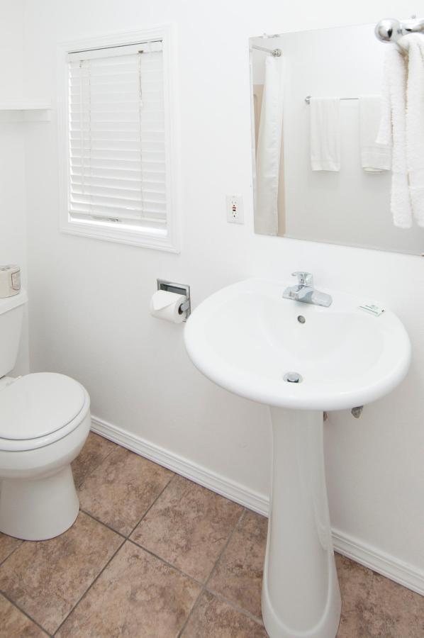 Bathroom DSC9295.jpg