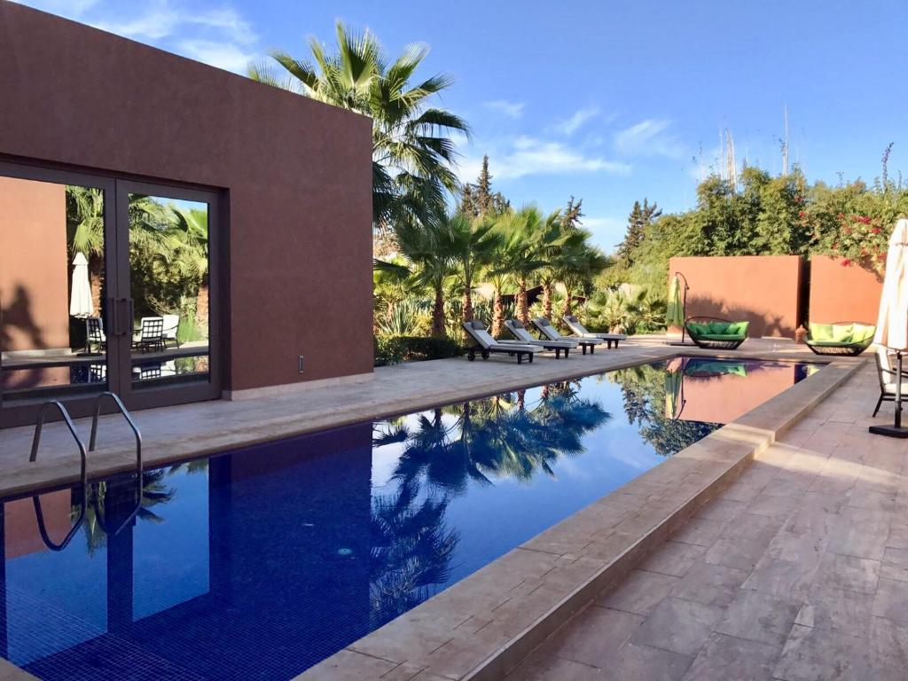 https://www.booking.com/hotel/ma/artist-retreat-marrakech.html?aid=1490148&no_rooms=1&group_adults=1