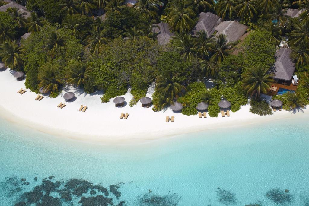 Пляж в отеле Барос Мальдивы