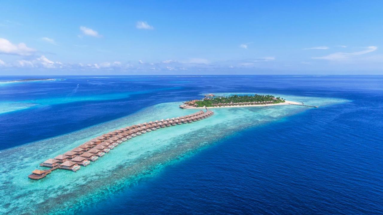 Hurawalhi Island Resort — вариант среднего размера. Как раз то, что нужно, Курортный отель Hurawalhi Island с открытым бассейном и спа-центром расположен на острове Хуравальи