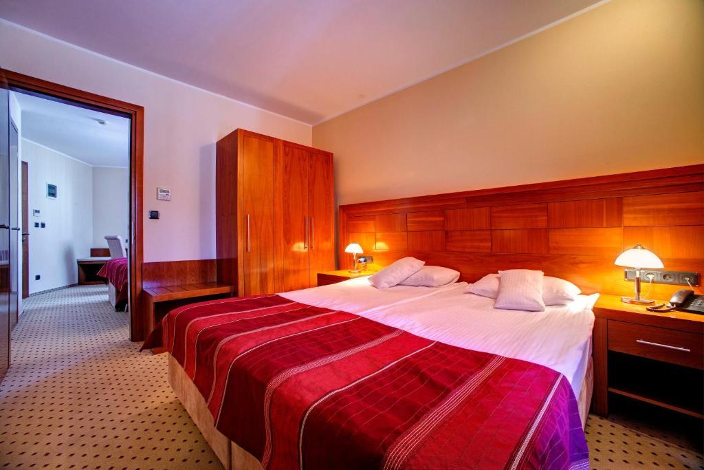 Camera Matrimoniale Doppia Con Letti Singoli.Hotel Duje Sito Ufficiale Hotel A Vodice
