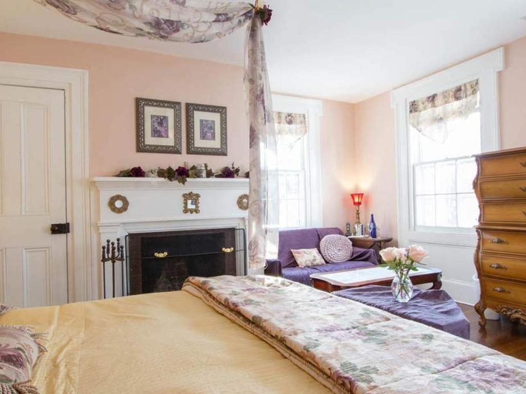 2- The Victorian Room - Zimmer - The Harbour Rose Luxuriöses Bett ...
