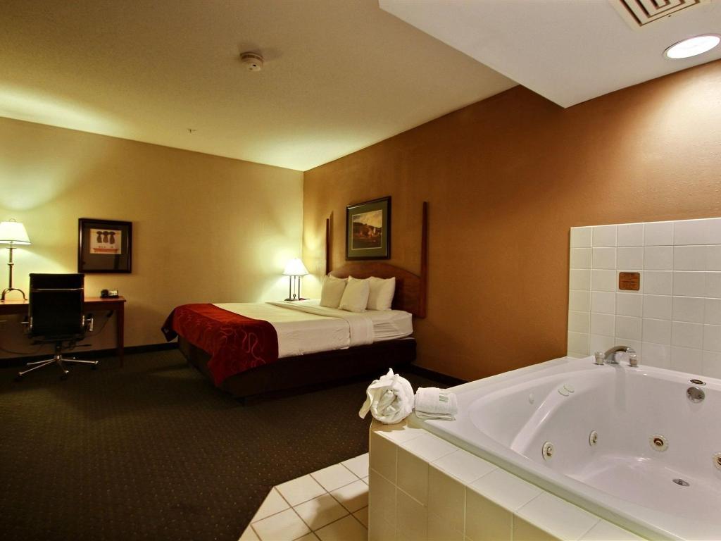 Comfort Suites Milwaukee Airport Official Site Hotels In Oak Creek