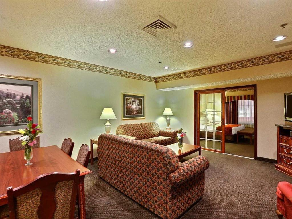 Comfort Suites Green Bay Official Site Hotels In Green Bay