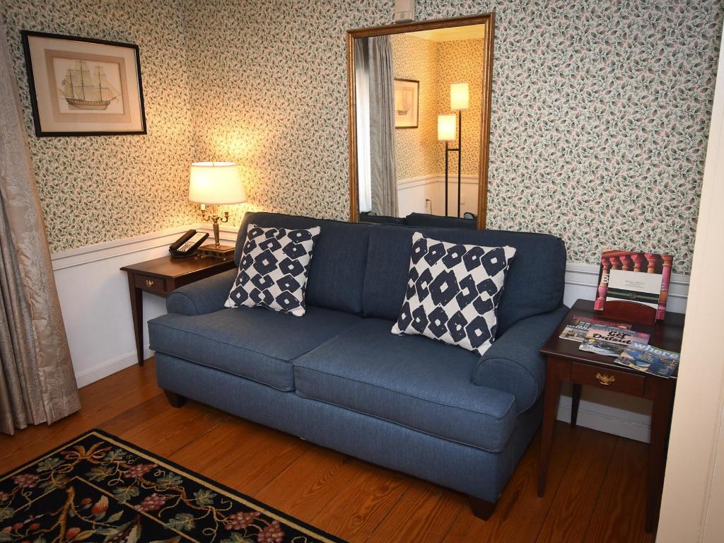 Astonishing Bi Level Suite Rooms Admiral Fell Inn Fells Point Short Links Chair Design For Home Short Linksinfo