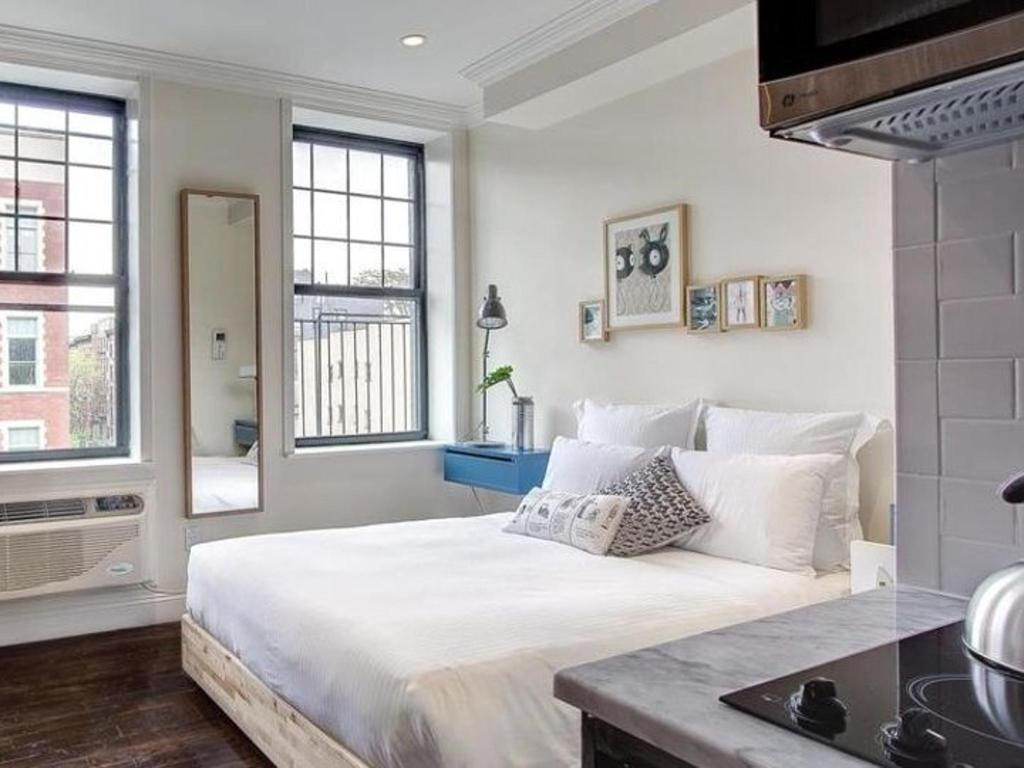 Tremendous Queen Studio With Kitchenette New York Ny Home Remodeling Inspirations Genioncuboardxyz