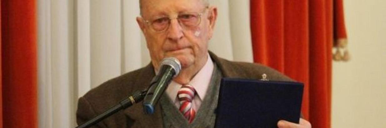 Moysés Michelon recebe homenagem pelos 50 anos da Fenavinho