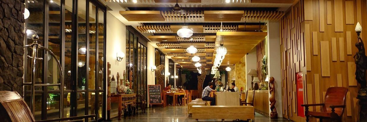 lobby-1-2.jpg