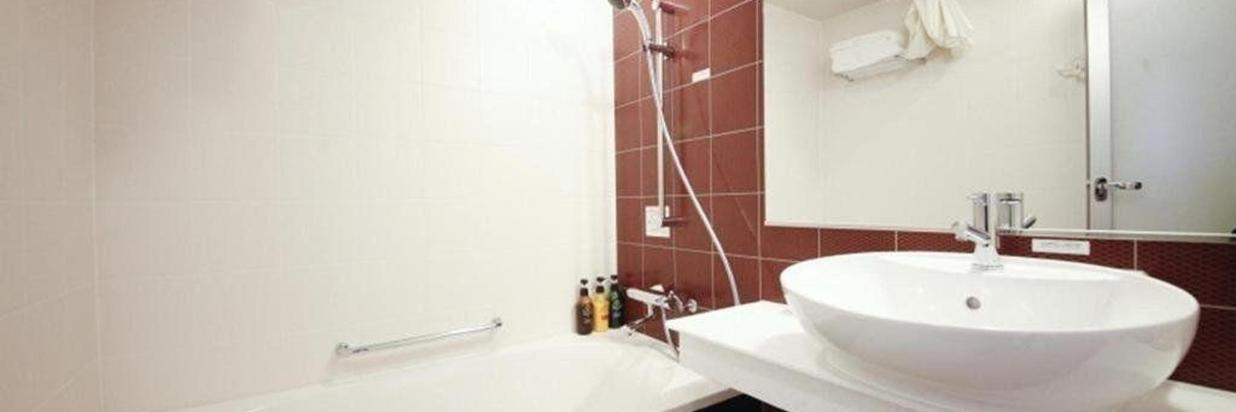 Separate bath & toilet
