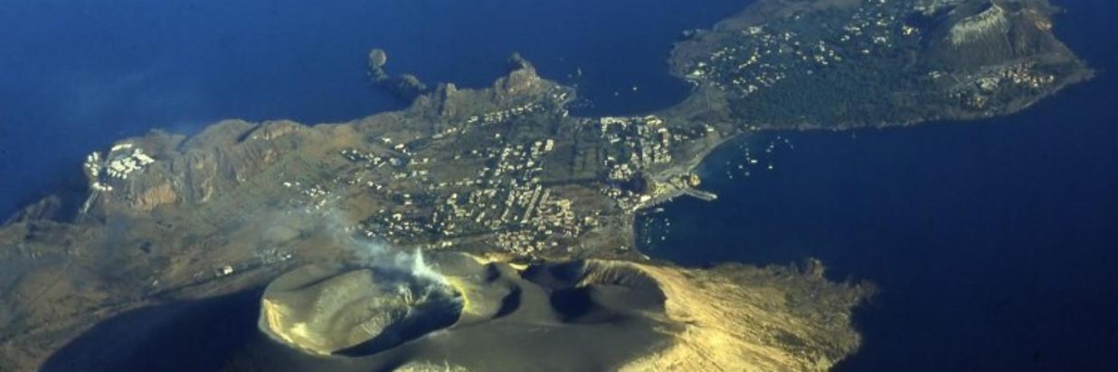 Isola-di-vulcano-e1439388626333.jpg