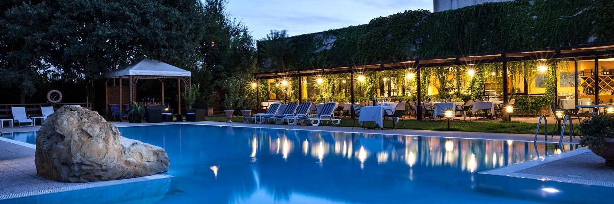 hotel Saccardi piscina ristorante by night_ms100-70_MG_6123_2.jpg