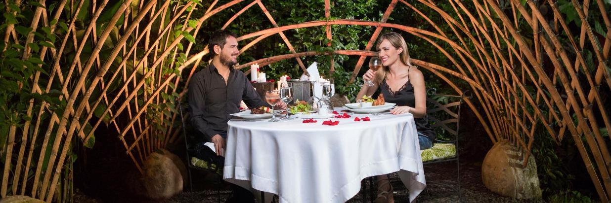 cena romántica sazagua.jpg