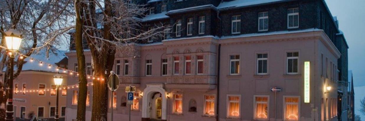 RH_Aussenansicht_Haupthaus_Winter (1).jpg