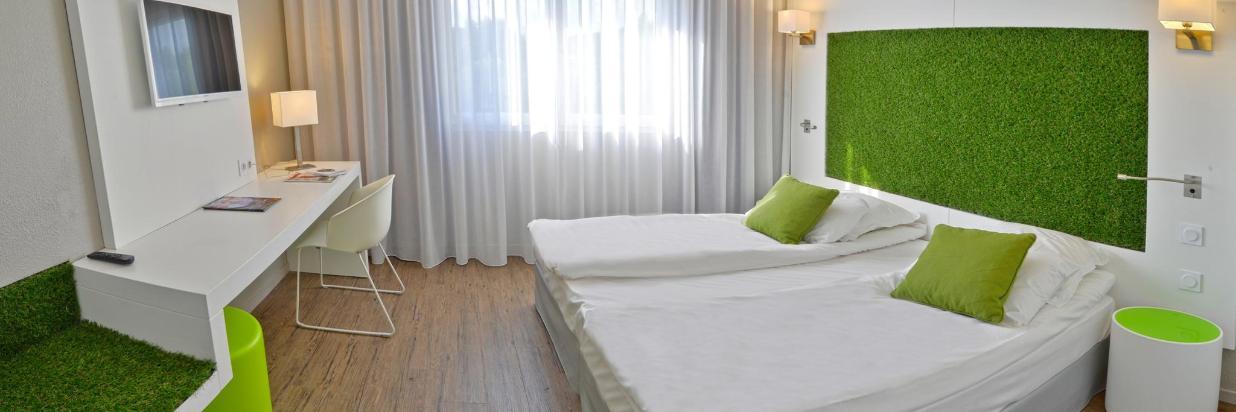 045 Quality Hotel www.pixelsmillau.fr 2044x817 - Copie.jpg