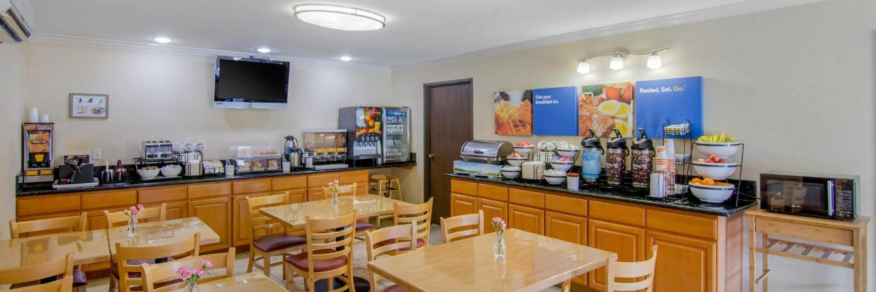 The Breakfast Room at Comfort Inn Eagle Rock LA