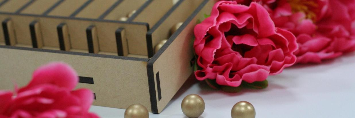 「金珠報喜賀新春」邀請房客體驗古早味的彈珠檯,讓熱鬧氛圍帶來濃濃的年味。.JPG