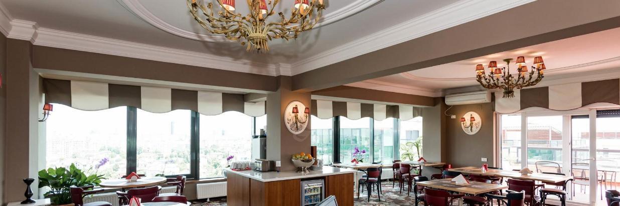 restaurant-breakfast-room--v13153203-2000.jpg