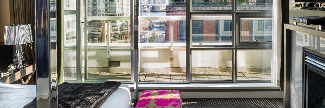 Guestrooms - Siganture Suite.jpg