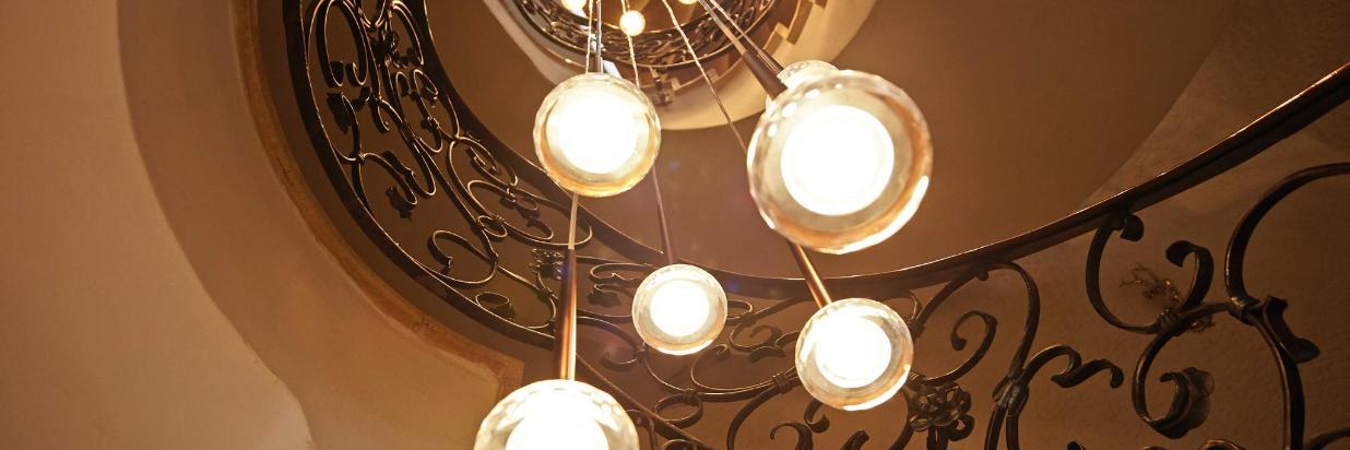 Schmiedeeisengeländer Lampen.jpg