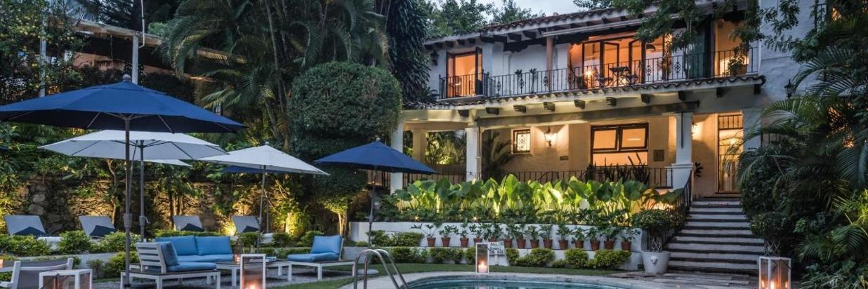 Relájate con un masaje para parejas en nuestro Spa The White. O disfruta una cena romántica en nuestro Restaurante House, el spot mas romántico de Cuernavaca en Hotel Boutique Las Casas B+B