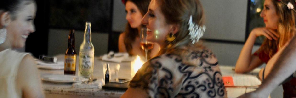 Un Entorno Mágico Para Una Pequeña Cena Encantadora, House Restaurante, En el Hotel Boutique Las Casas B+B En Cuernavaca Centro. Menu de Comida Mexicana y Mediterranea con un twist Californiano. Somos Gay Friendly