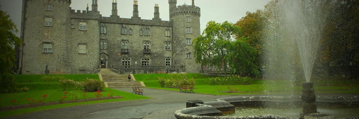 Hostel kk castle rosegarden.JPG