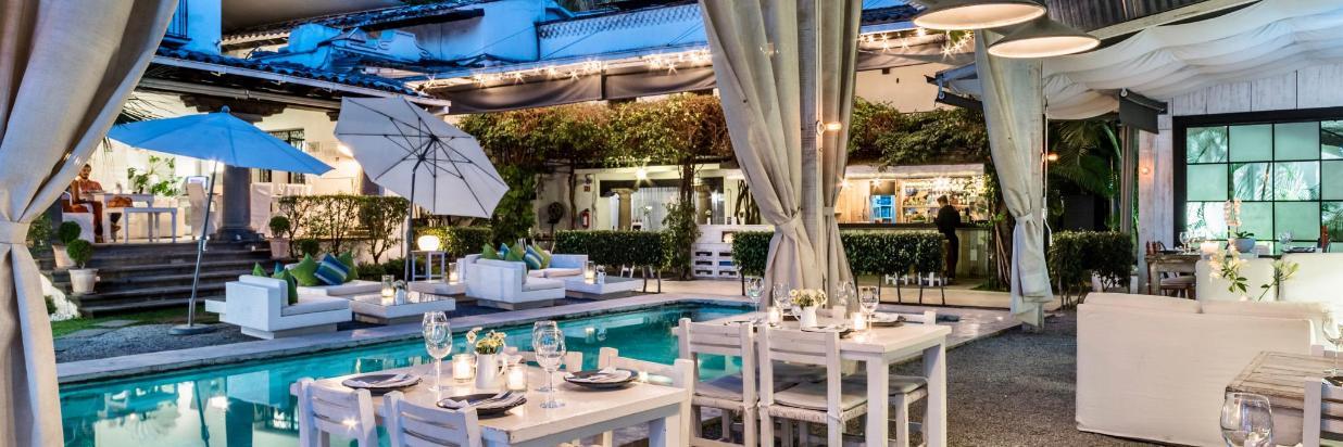 """House Restaurante """"El lugar más romántico del centro de Cuernavaca."""" En el interior de Las Casas B+B Boutique Hotel, Spa & Restaurante."""