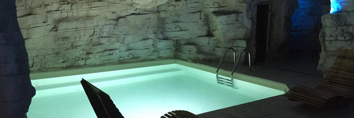 Virginia_Palace_Hotel_Spa_Centro_Benessere_Pacchetto_atmosfera_romantica_coppie_fidanzati_piscina_calda_web.jpg