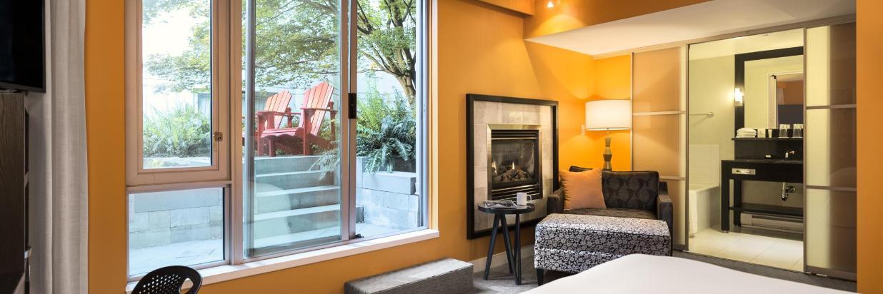 Guestrooms - Deluxe Courtyard.jpg