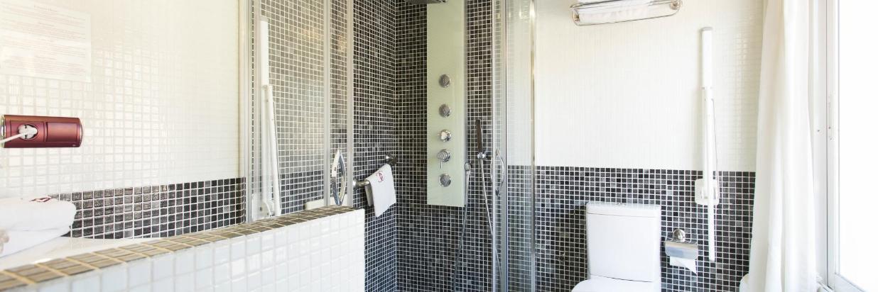 carlosV_habitacióndoble2_baño.jpg