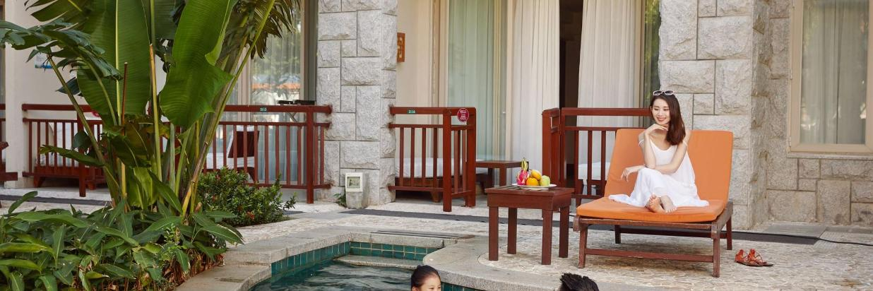 [ Private poolside (excluding breakfast)]