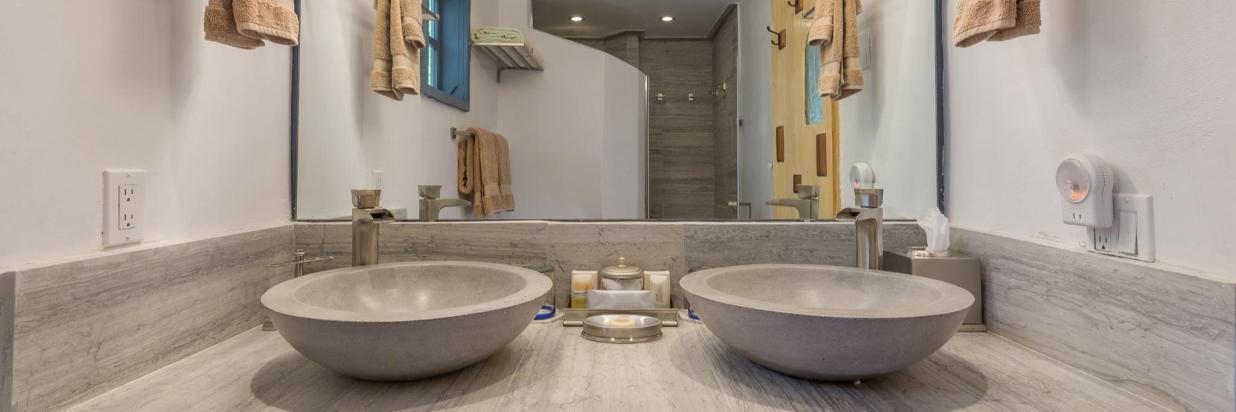 Newly renovated bath in the La Loma Studio Suite