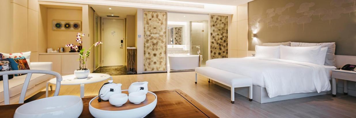 Refreshing summer-infinity pool villa + selected junior suite