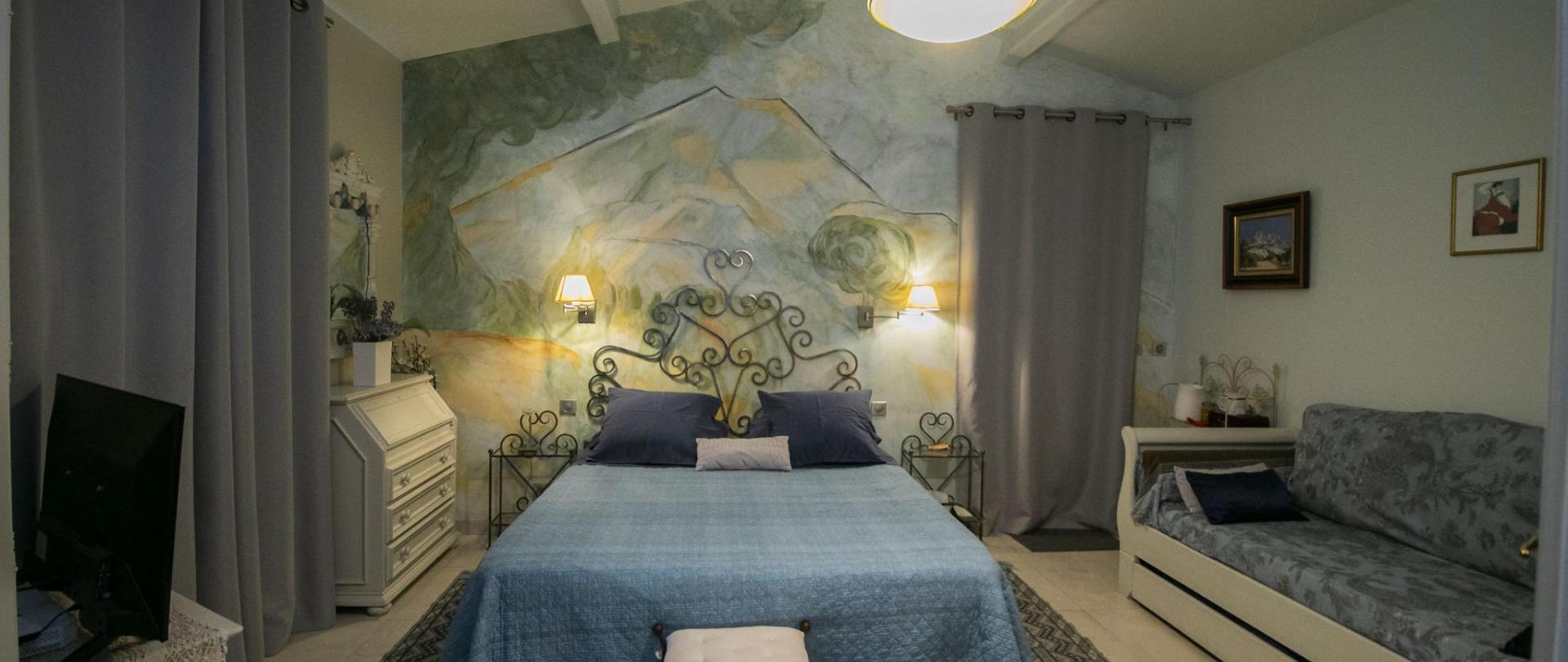 Chambre Cezanne rideaux occultants dernière photo.jpg