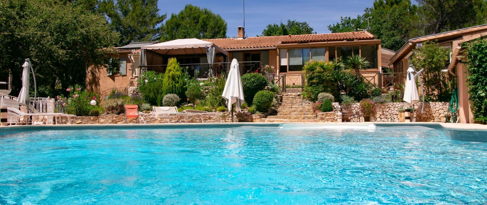Villa piscine vue générale3  juillet 2020.jpg