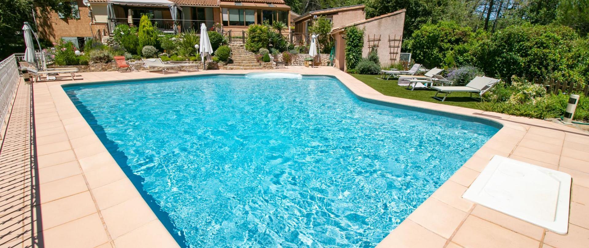 Villa piscine vue générale2 juillet 2020.jpg