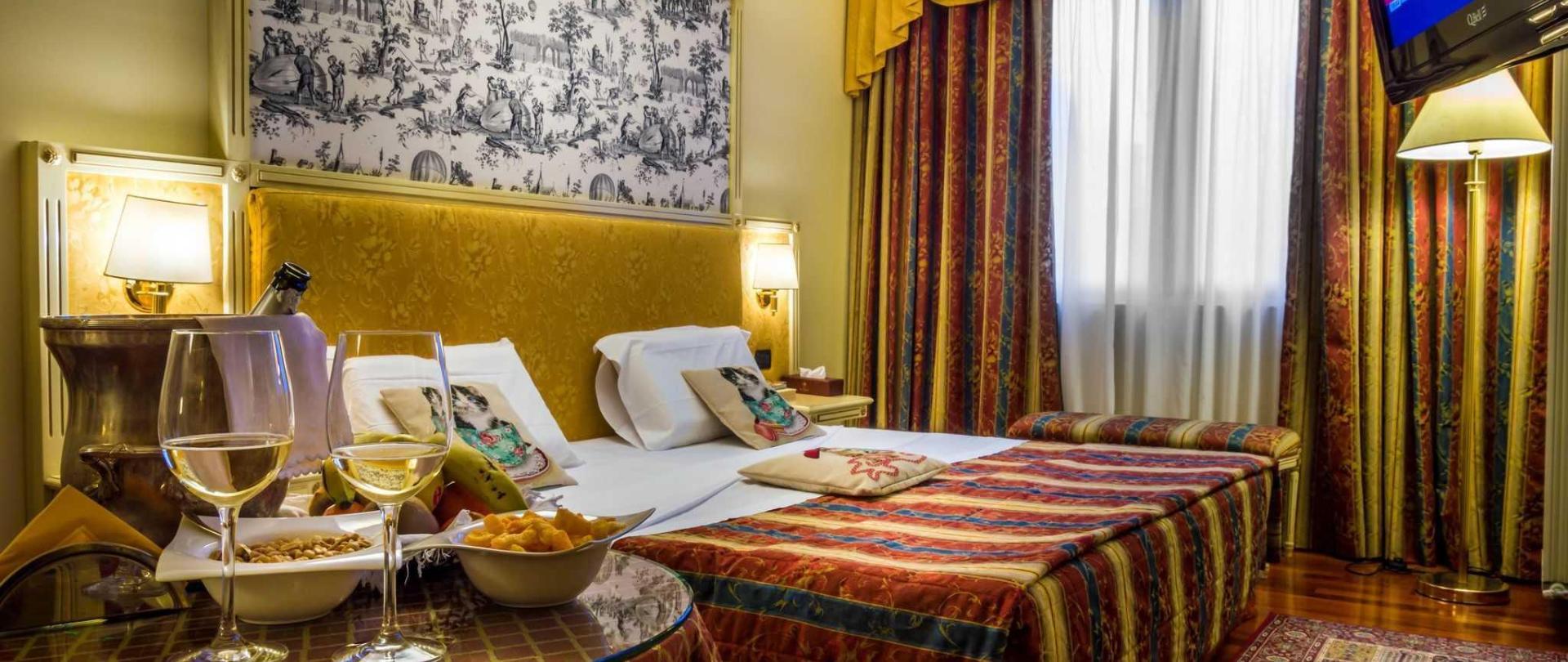 hotel-de-luxe.jpg