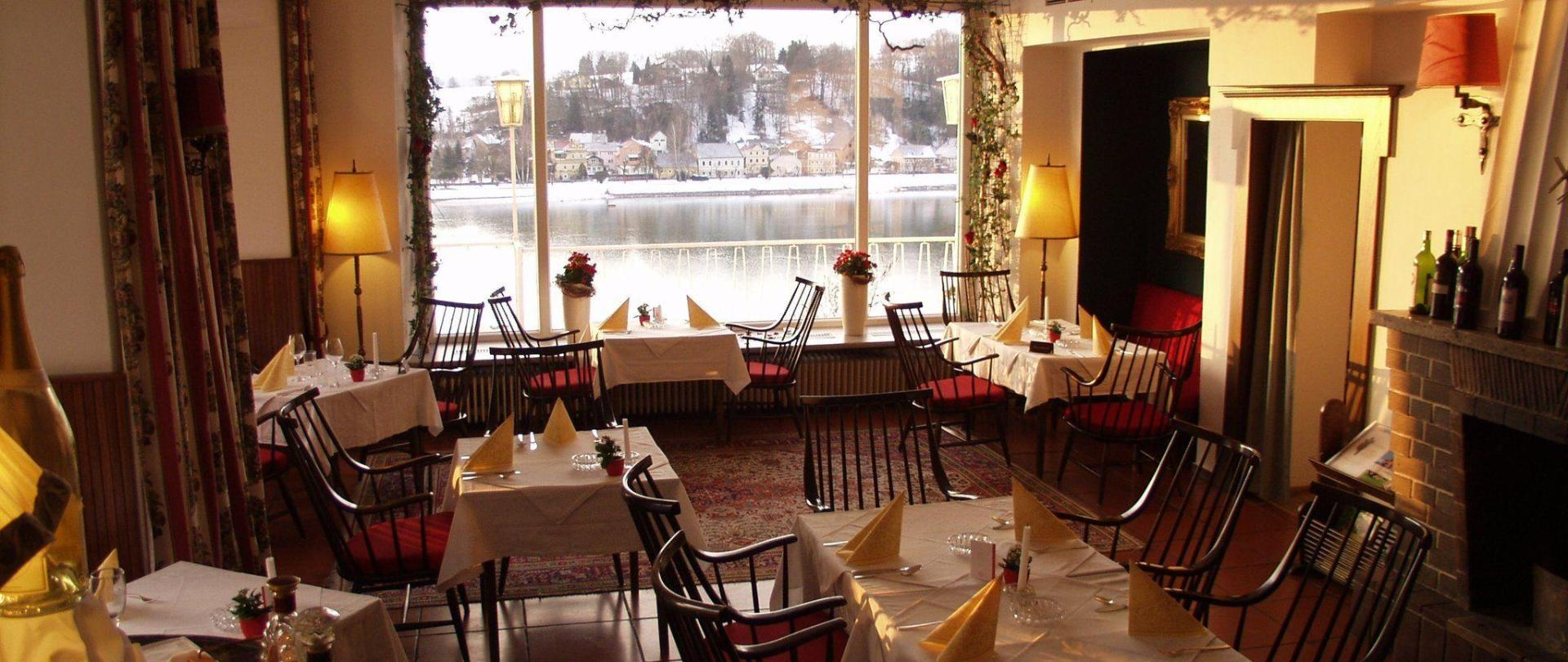 restaurant-top-1.jpg