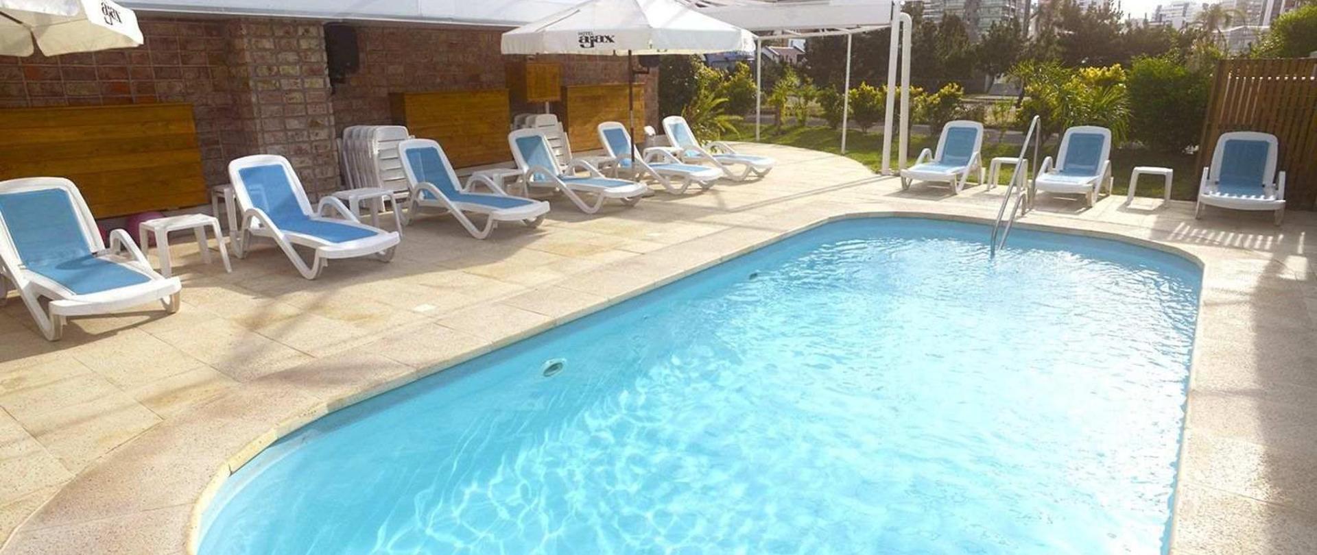 33-piscina-hotel-ajax-1.jpg