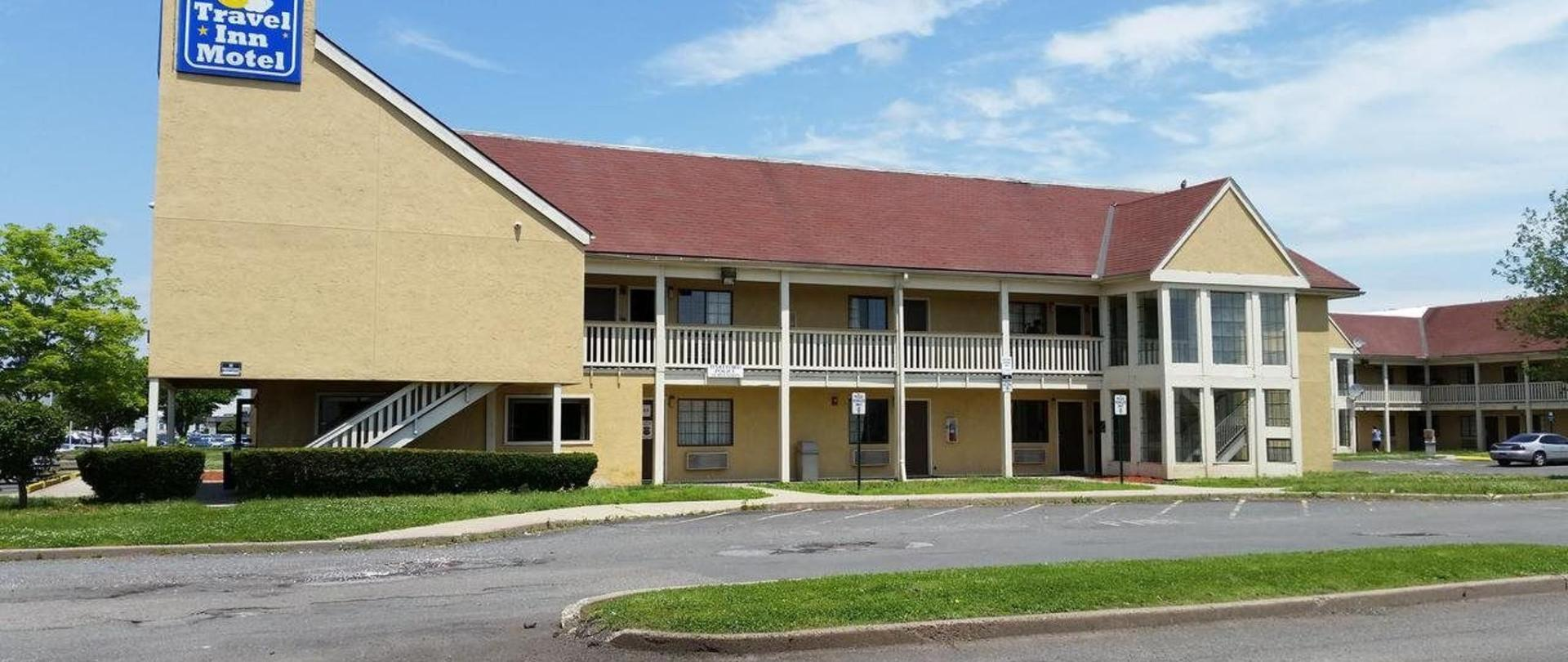 Traveling Tails Inn