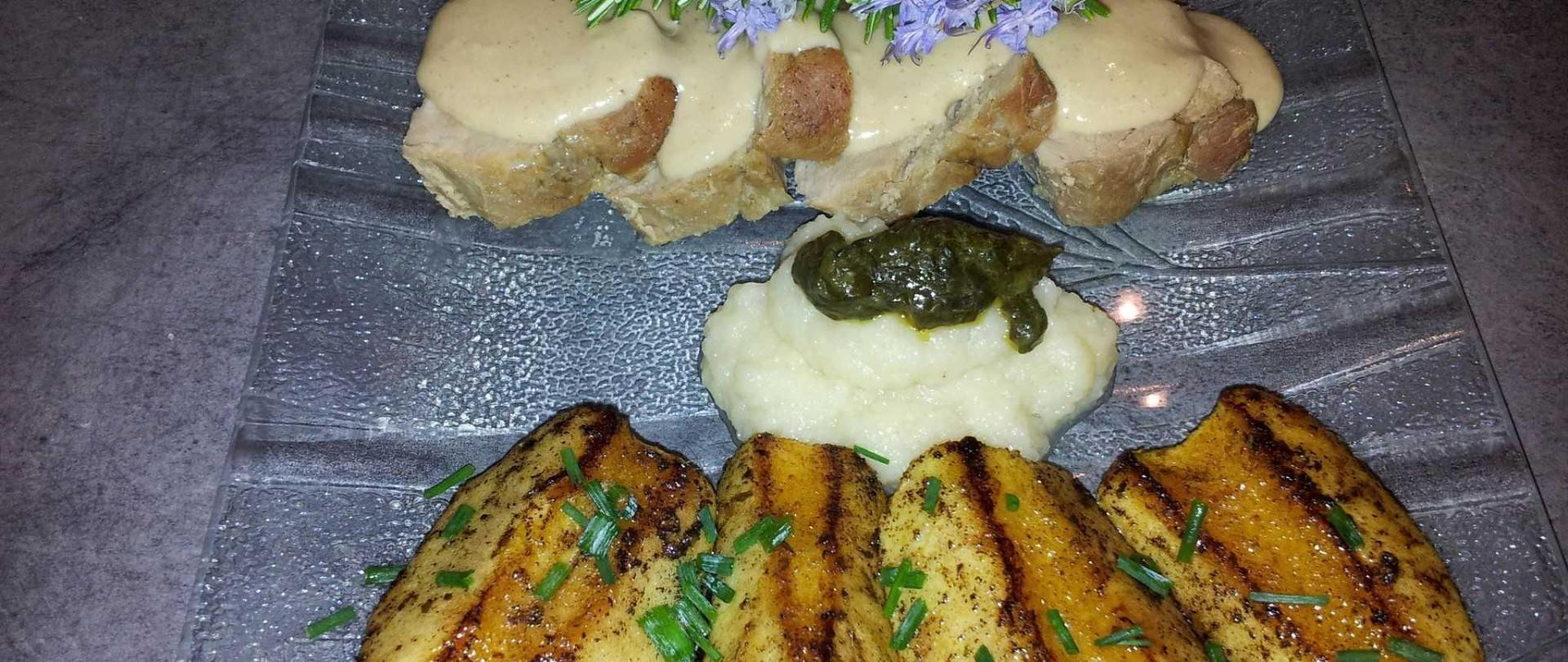filet-mignon-sauce-aux-olives-et-pommes-r-ties-1.jpg