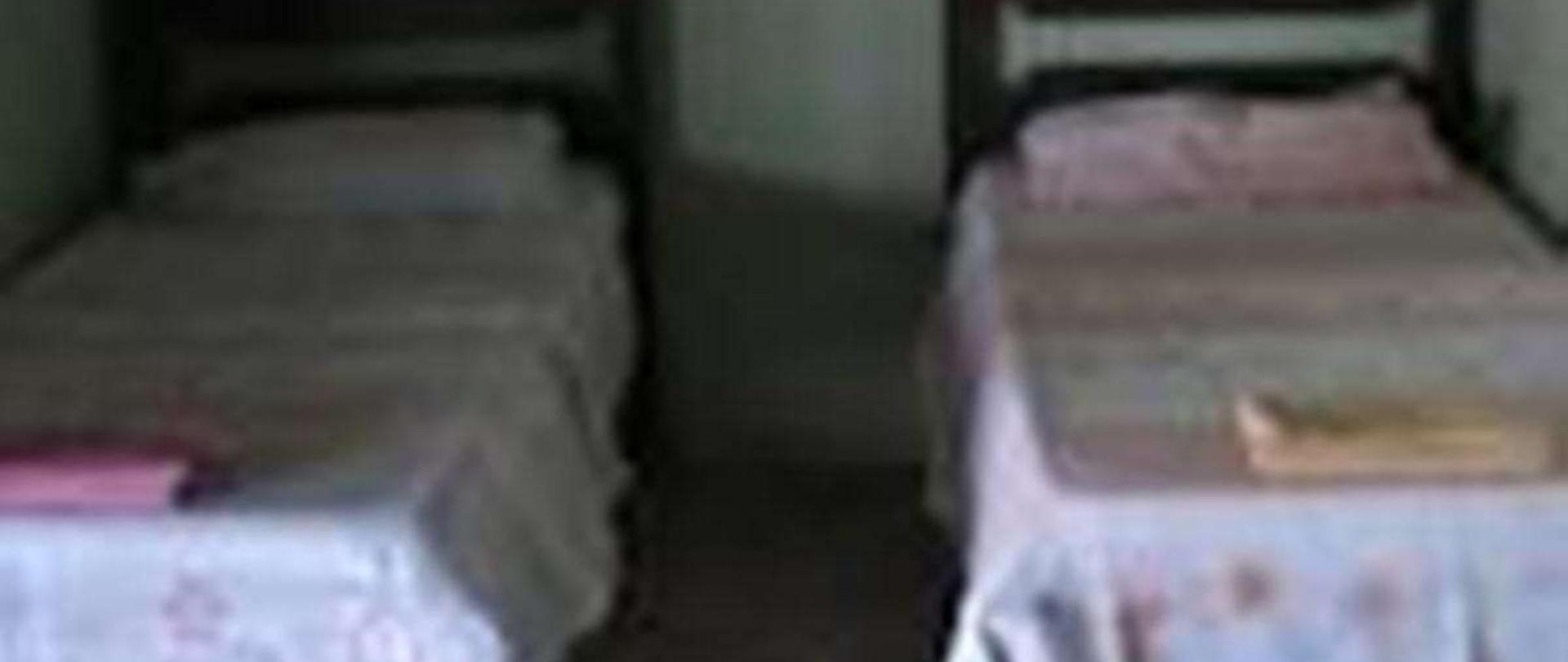 espa-o-das-camas-de-solteiro-no-quarto-qu-druplo.jpg