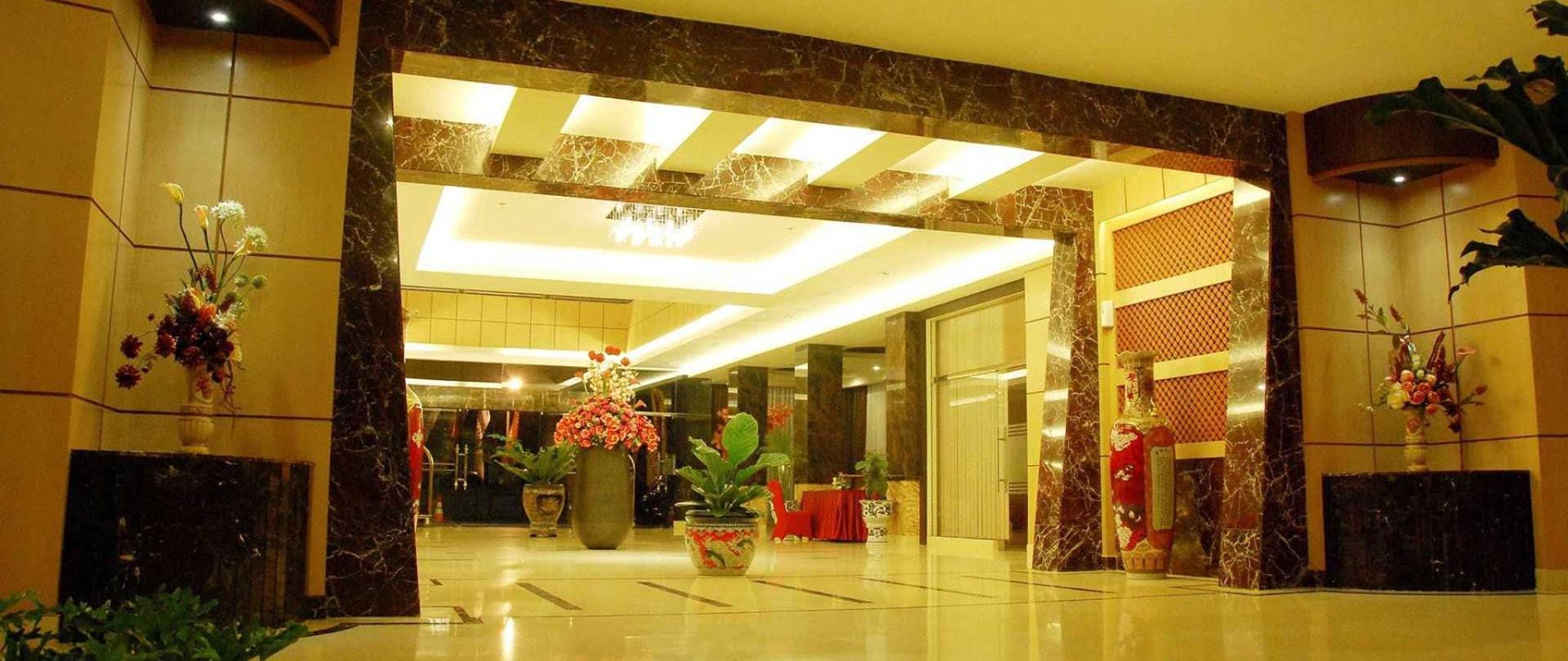 03-lobby.jpg