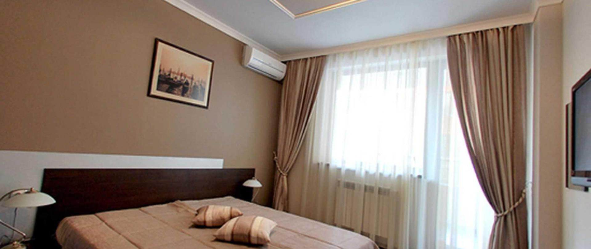 hotel_apartment_bedroom_1.jpg