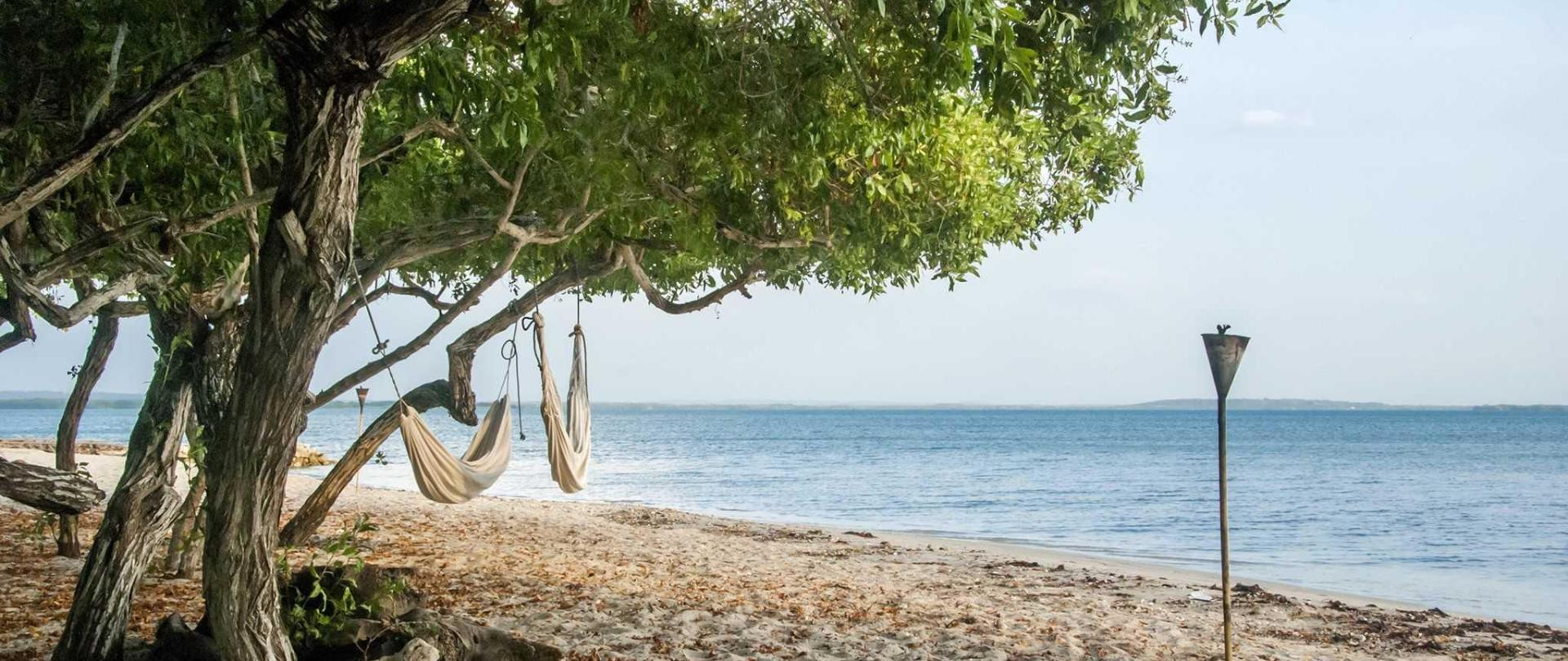 hotel-playa-manglares-isla-baru-beach-04.jpg
