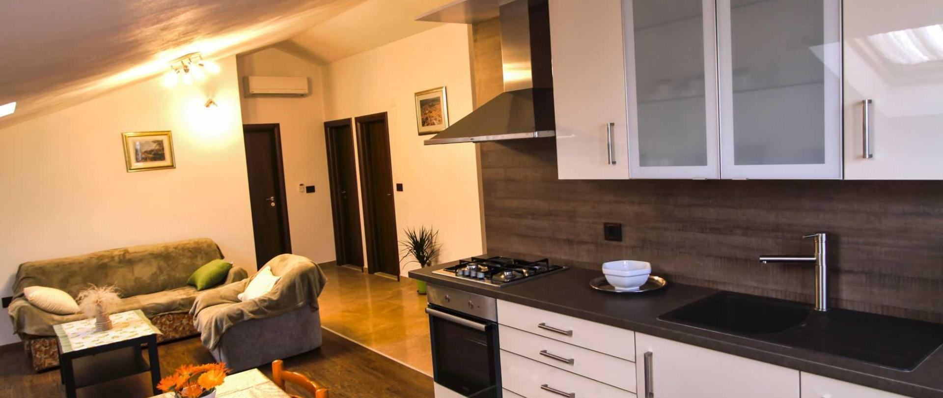 4_living_room_and_kitchen.jpg