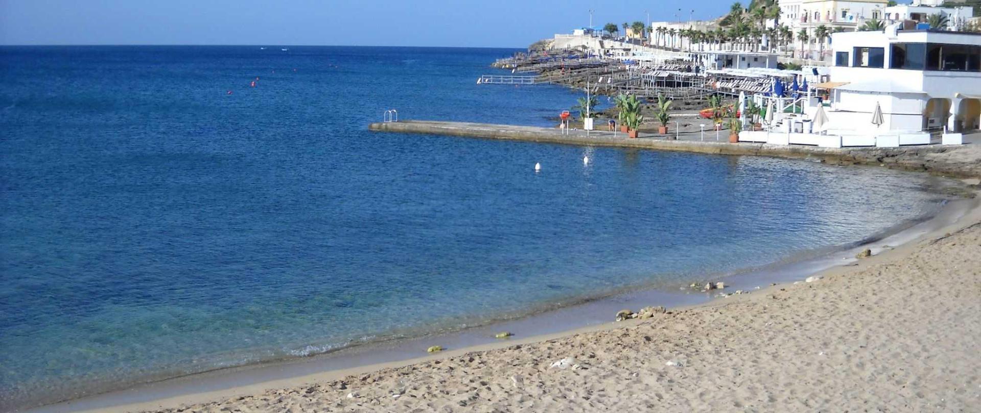1a-spiaggia-a-300-metri-1.jpg